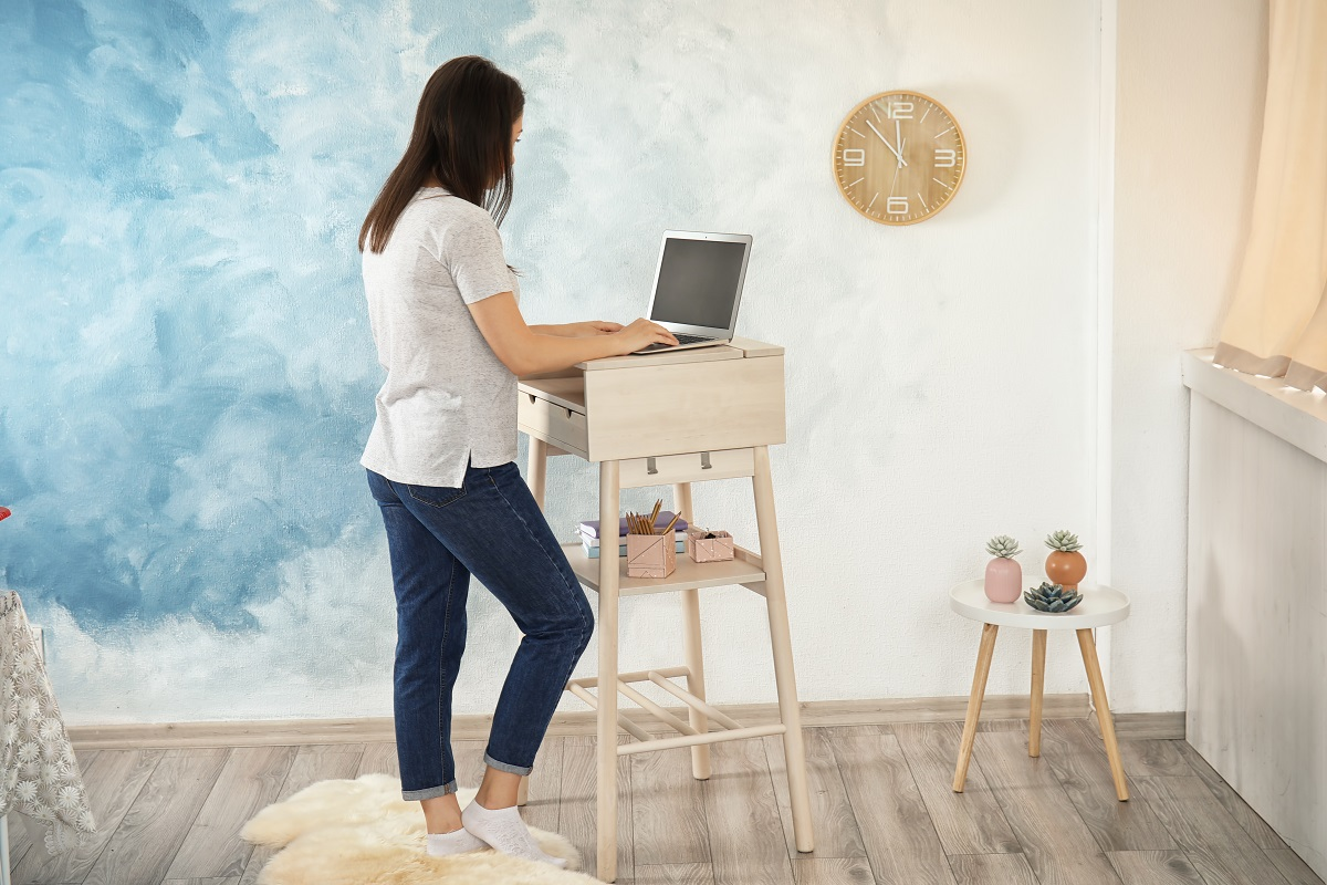Using a stand up desk can have a host of health benefits